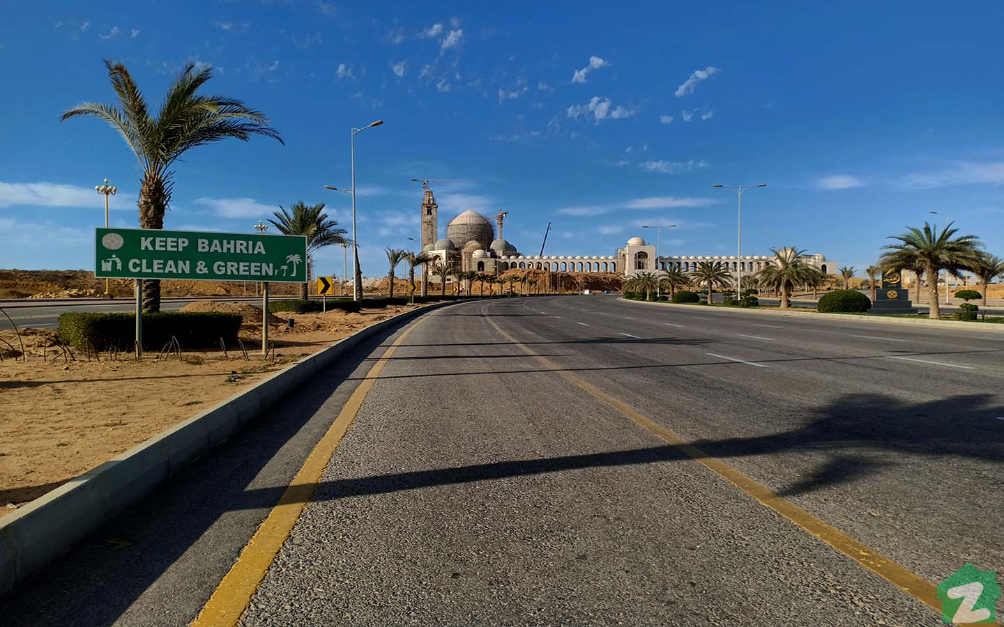 Wide roads in Bahria Town Karachi