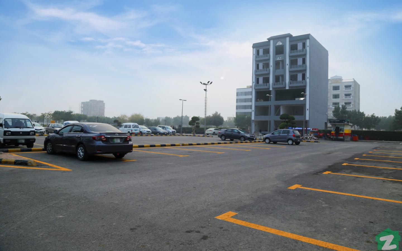 Spacious car parking in Bahria Town Lahore