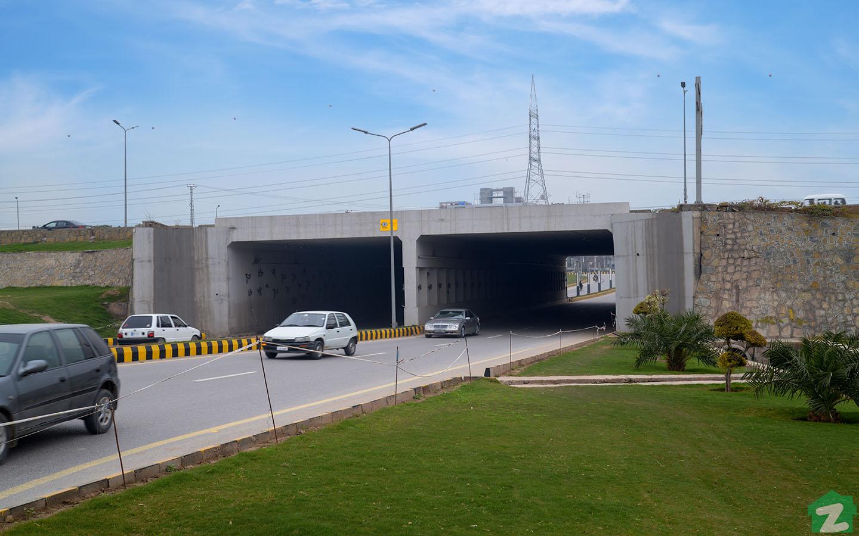 gulberg expressway
