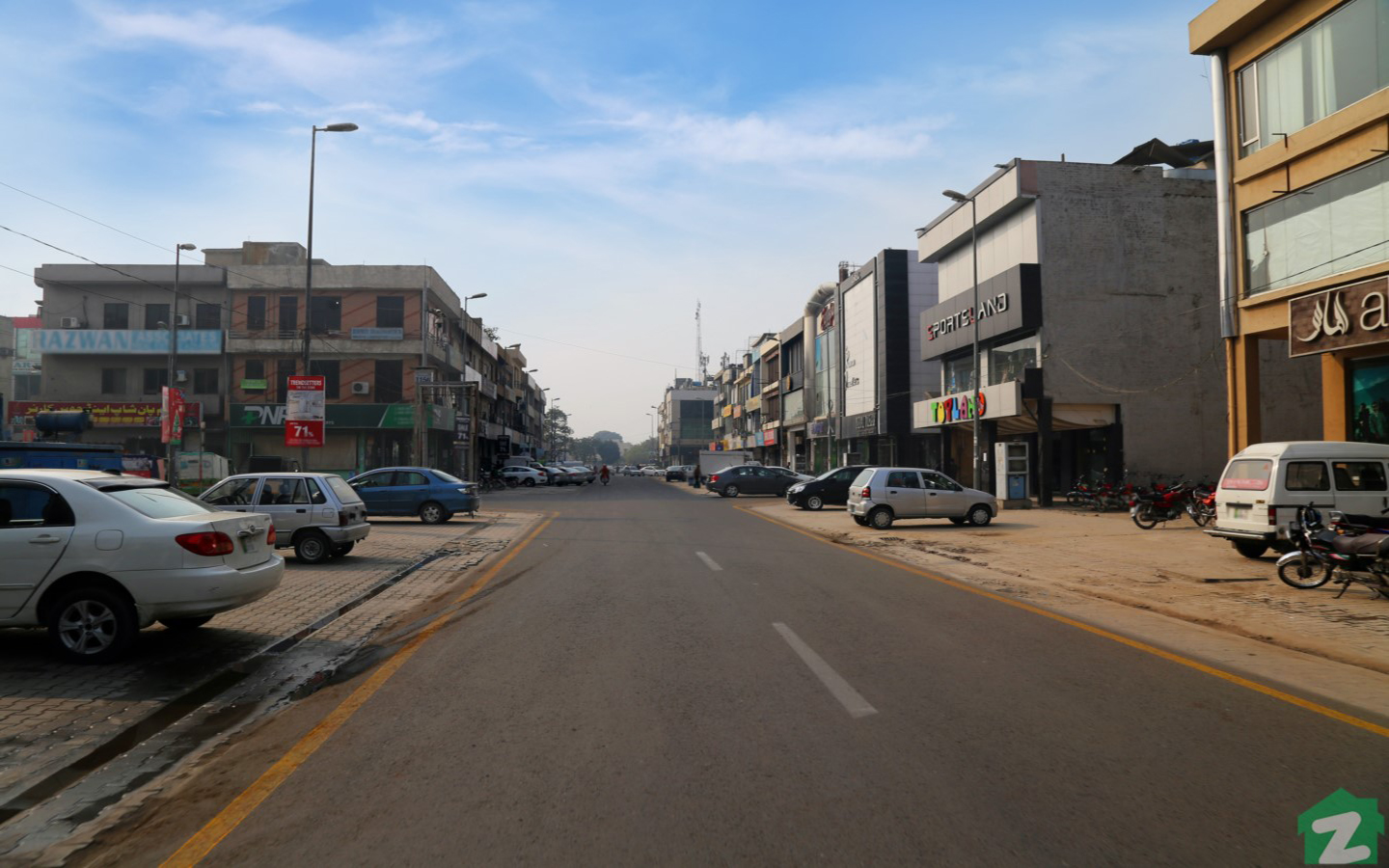 Street view of markets near Phase 7, DHA Lahore