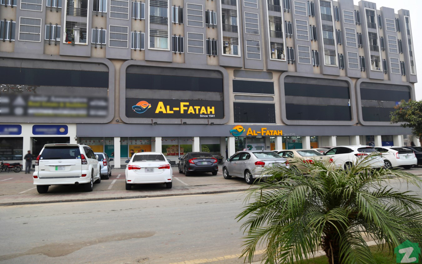 There are several malls near Sector E, Bahria Town Lahore which offers high-class shopping experience to its residents