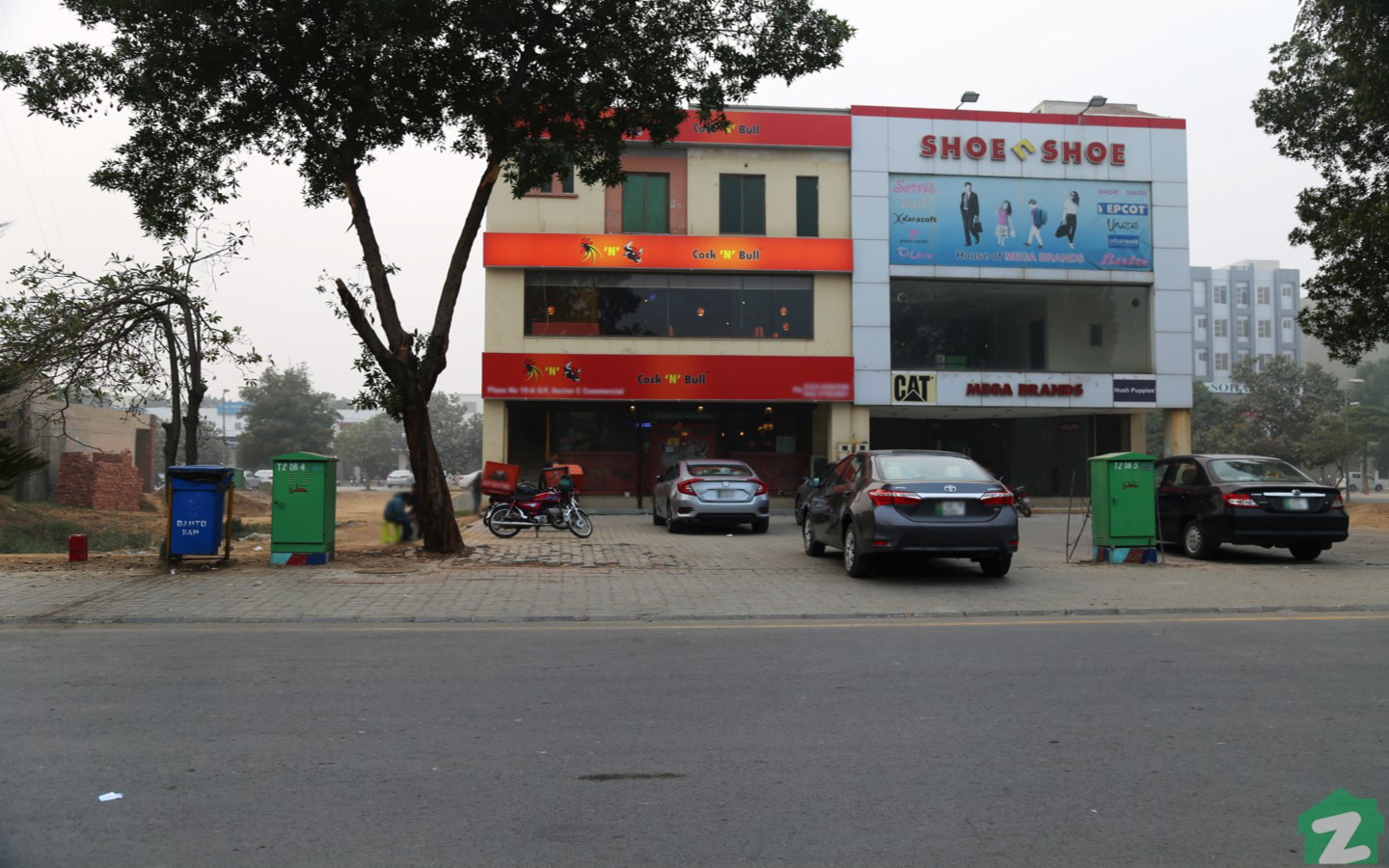 the nearby areas of Bahria Town, Sector E, are decorated with an array of restaurants and cafes
