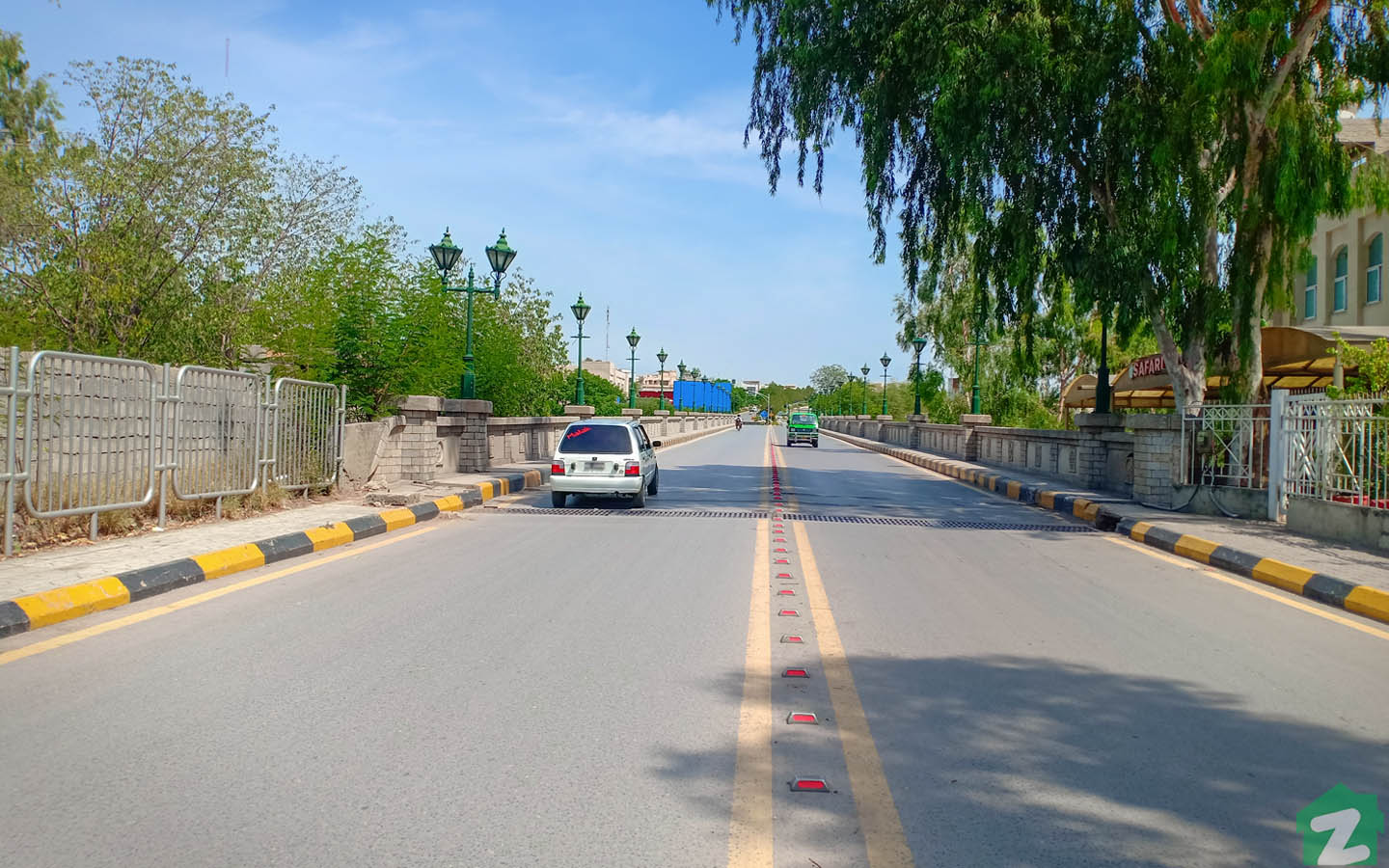 Residents of Bahria Town also prefer to commute via private vehicle