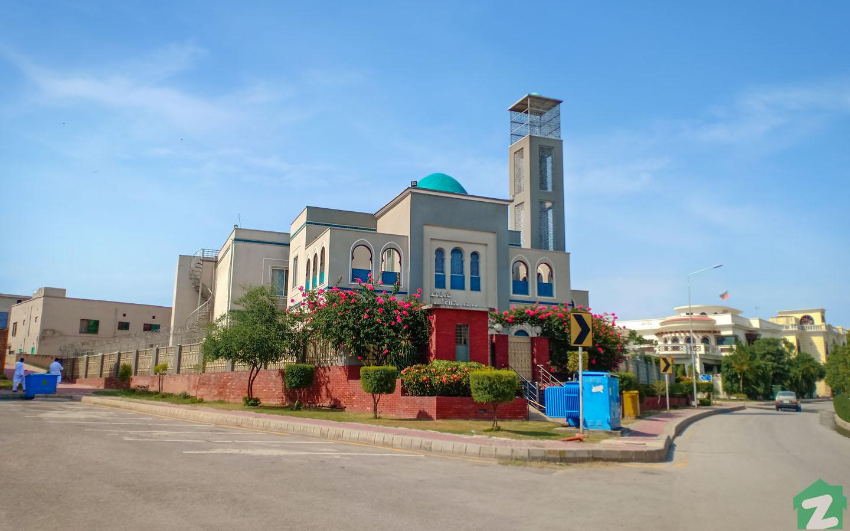 Masjid Khadijatul Kubra is located on B Road