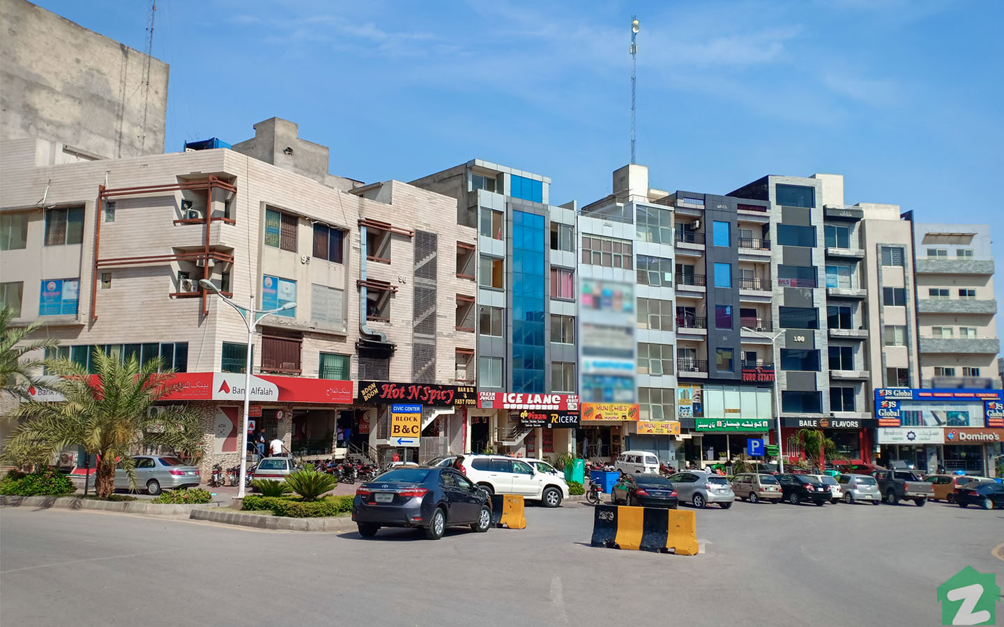 Several retail outlets, markets, kiosks, and grocery stores are available in Bahria Town, Islamabad