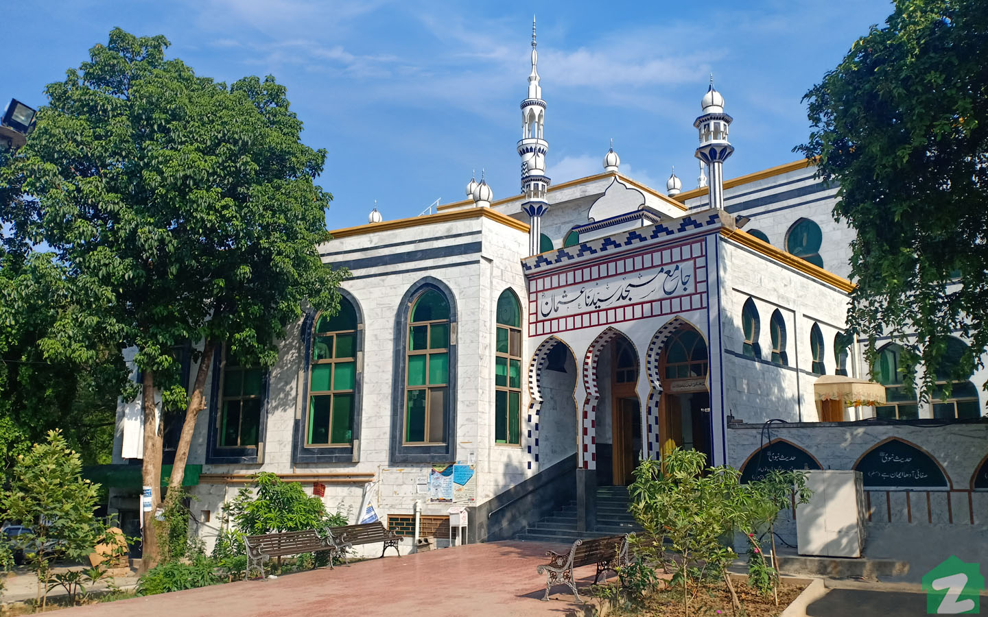 The society is home to numerous spacious mosques where residents can go to offer their prayers conveniently