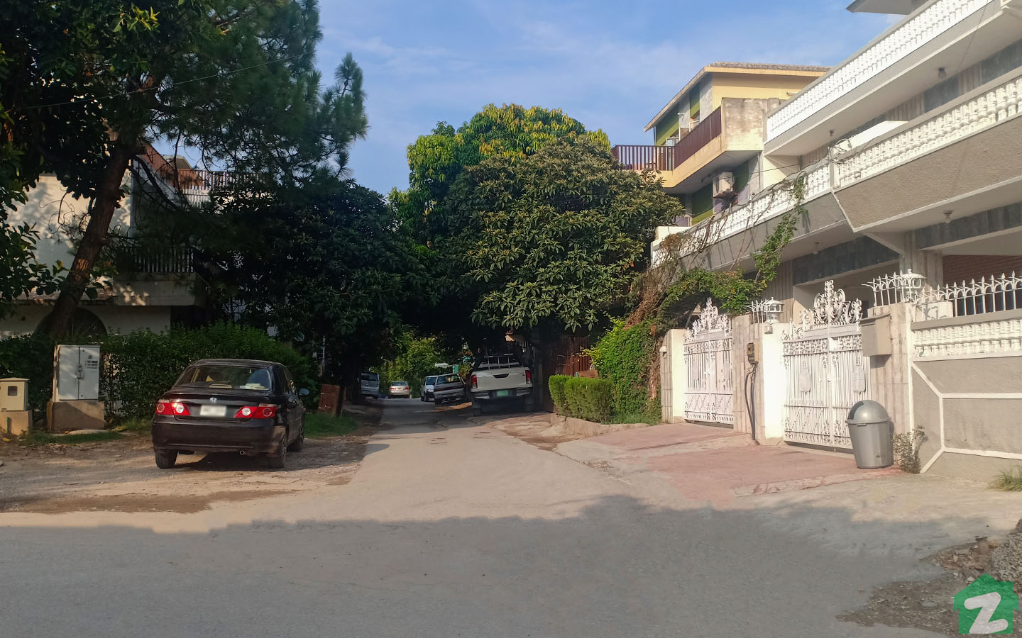 Beautiful houses are up for sale in G-10 Islamabad