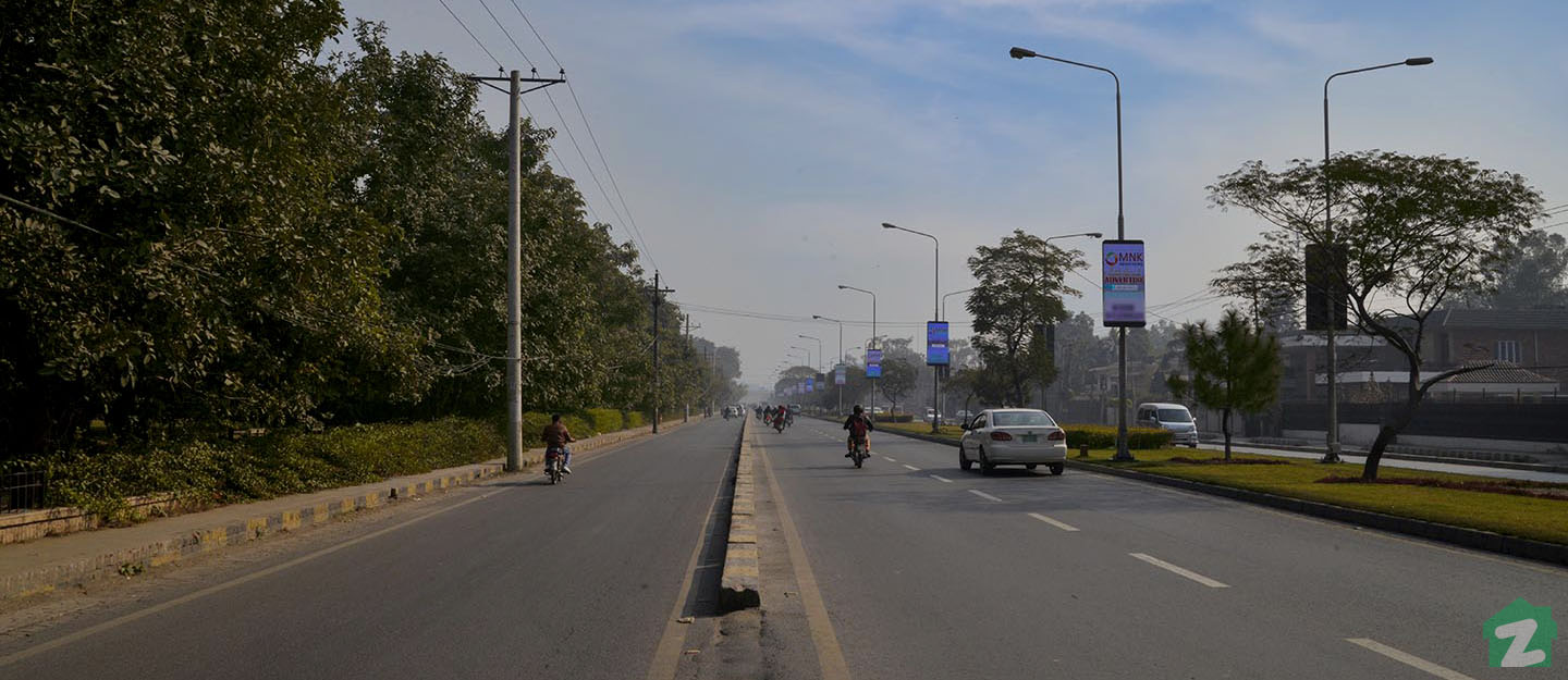 MM Alam Road is an important commuter route of the city and is situated in close proximity to Allama Iqbal Town