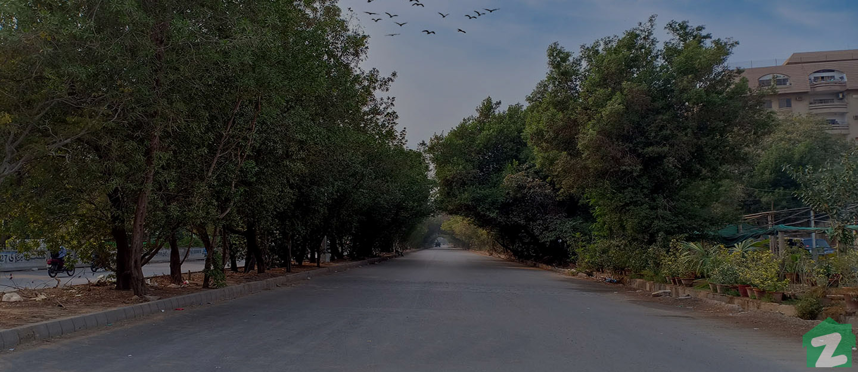 Wide road of Shaheed-e-Millat Karachi