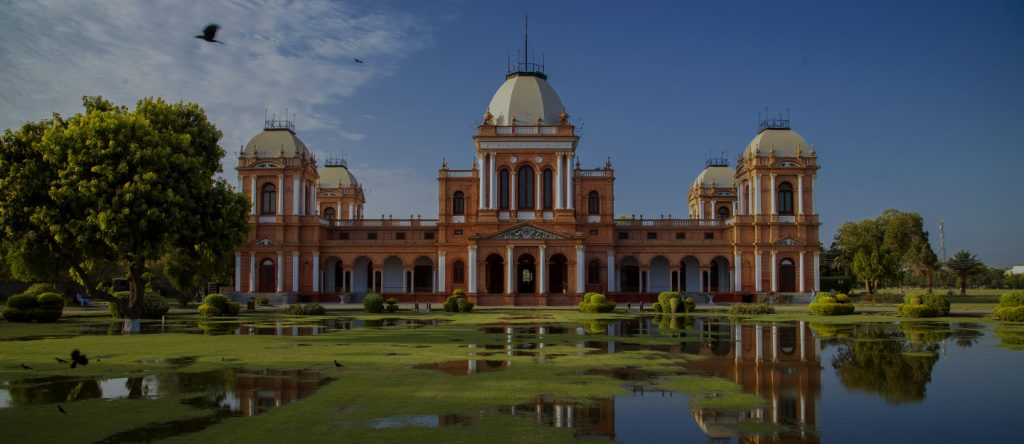 Noor Mahal is at a drive of nearly 20 minutes from Jhangi Wala Road