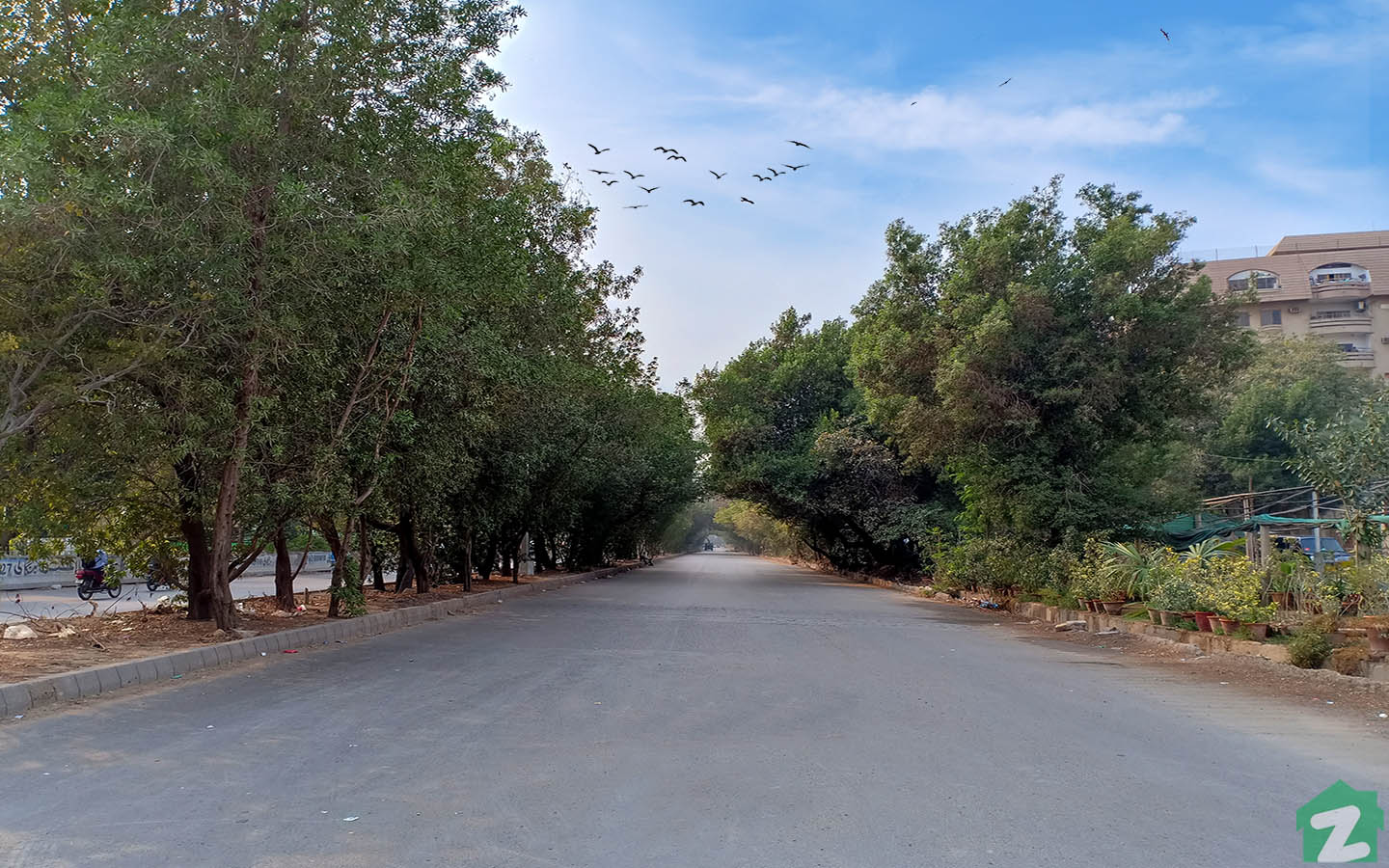 A view of evening at Shaheed-e-Millat Road