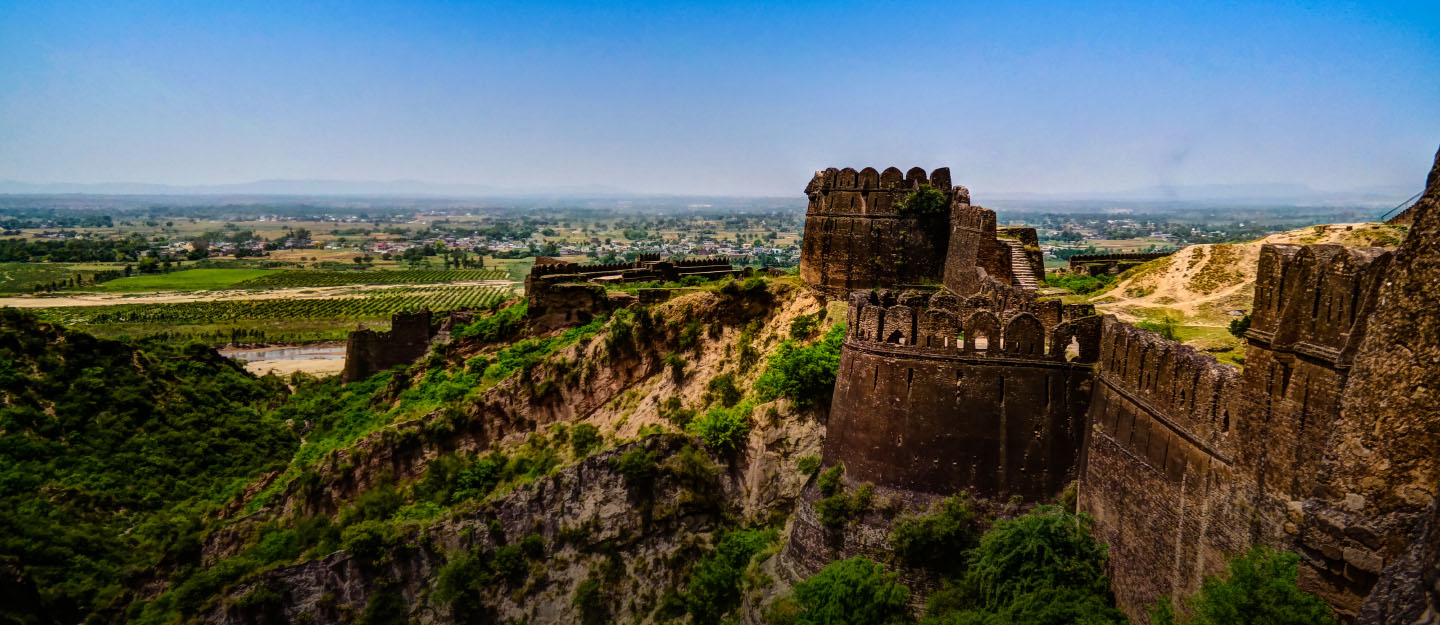 Residents of Cantt, Jhelum can visit Rohtas Fort, which is only 25 minutes away via GT Road