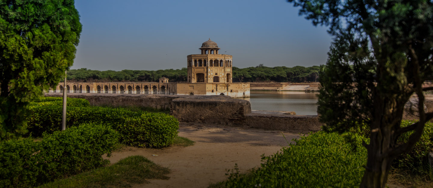 Hiran Minar is a beautiful and historical tomb of Sheikhupura.