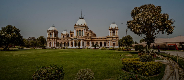 Noor Mahal located at a distance of 10 km away from Al-Hadi Garden Bahawalpur