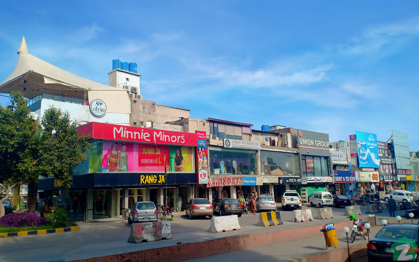 A variety of stores are available in Jinnah Super Market