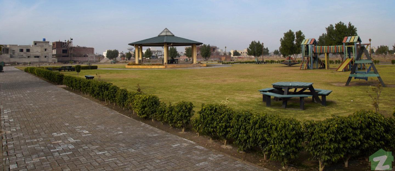 A park in Model Avenue, Bahawalpur