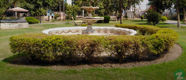 Allama Iqbal Park is nearby