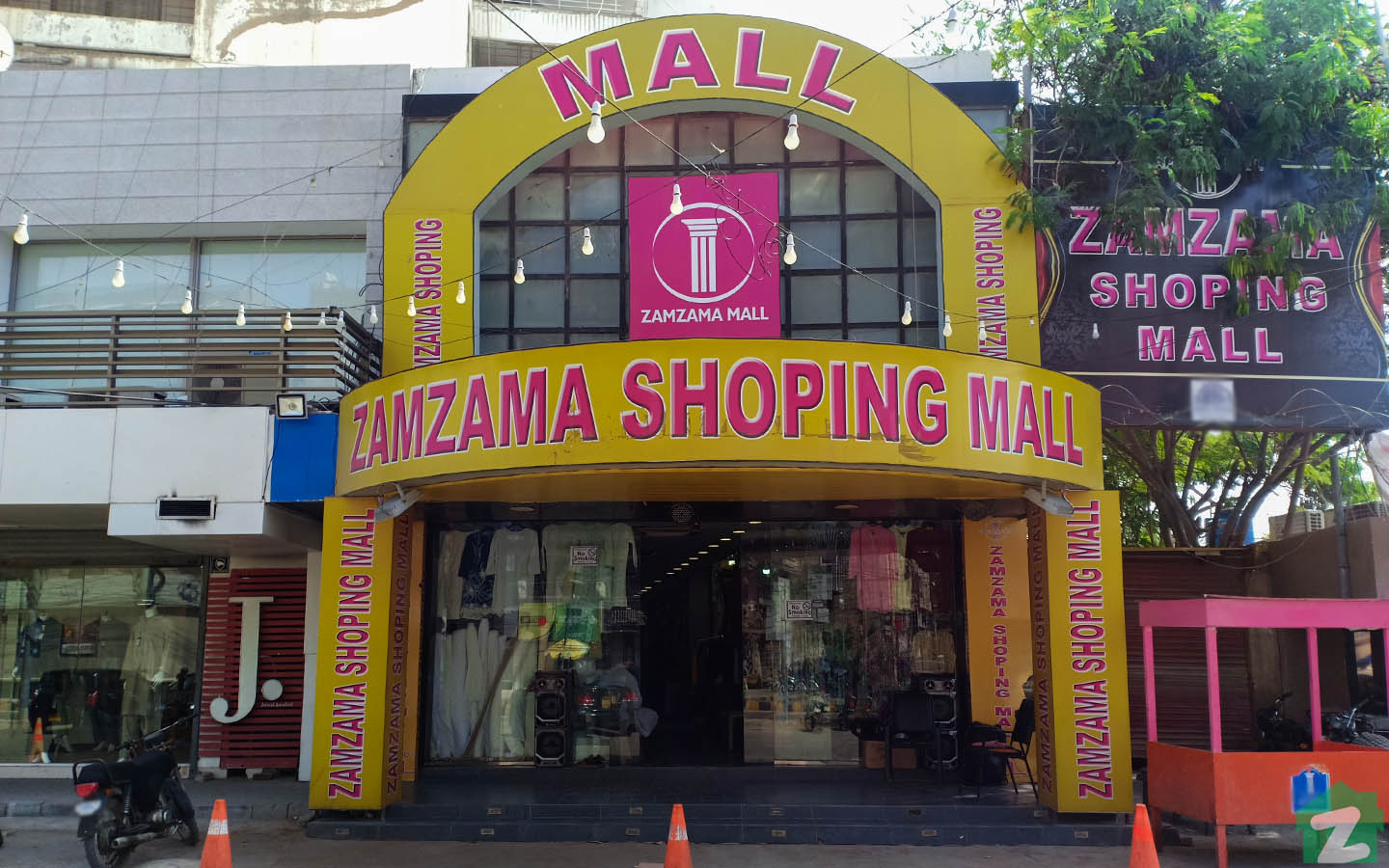 Zamzama Mall is a high-end mall of Defence.