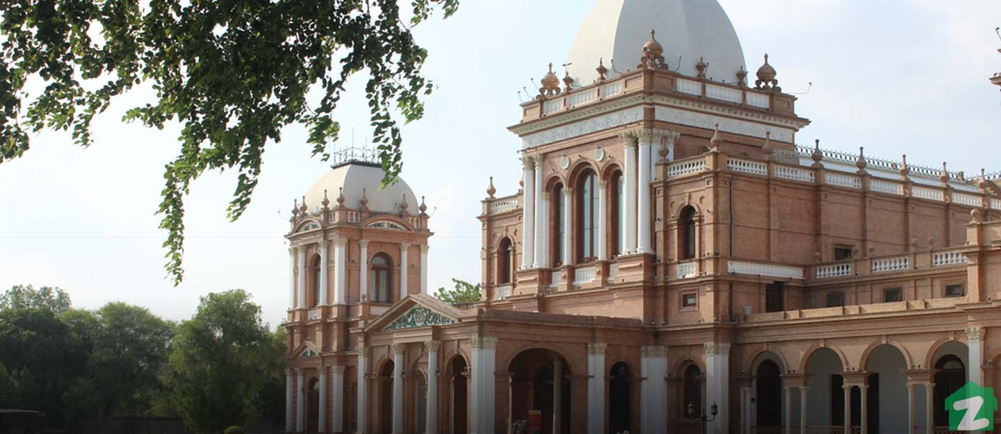Noor Mahal is very close to the western stretch of Hasilpur Road, Bahawalpur