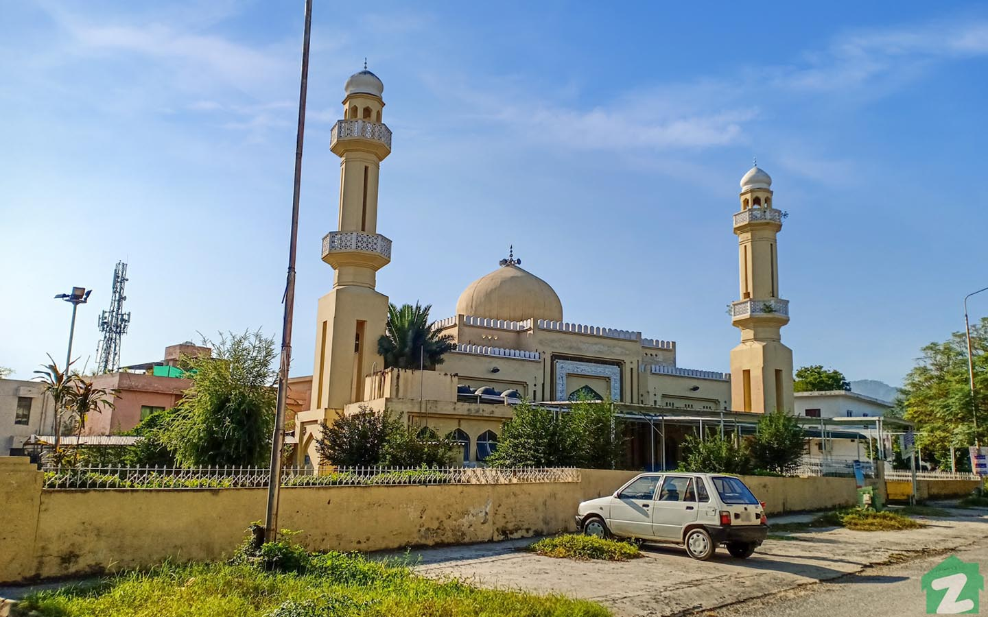 One of the popular mosques is F-7 Markaz Mosque.